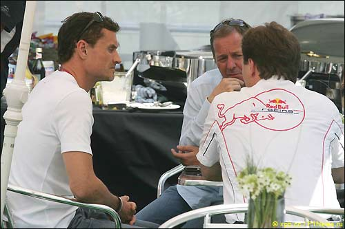 Дэвид Култхард, Мартин Брандл и Кристиан Хорнер (Red Bull)