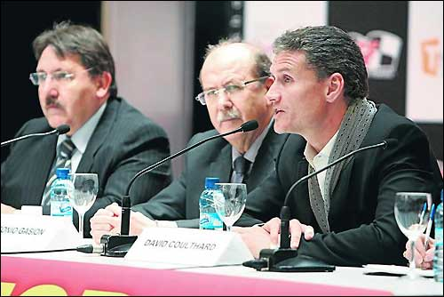 Дэвид Култхард на пресс-конференции в Сарагосе