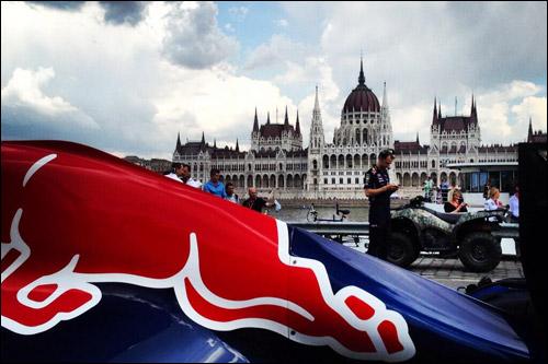 Демонстрационная машина Red Bull Racing в Будапеште