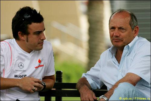 Фернандо Алонсо и Рон Деннис (2007 год)