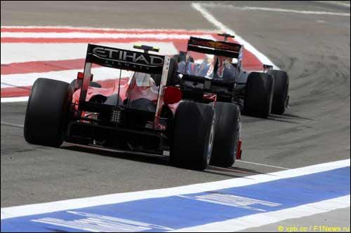 Кими Райкконен на трассе в Бахрейне во время тренировки
