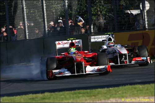 Фелипе Масса ведет борьбу с соперниками на Гран При Австралии