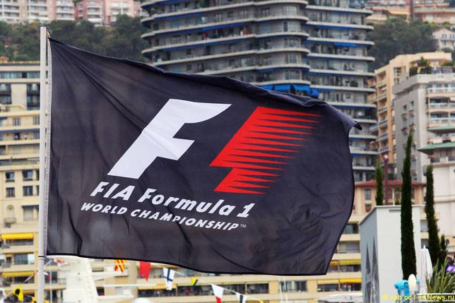 Экклстоун будет работать в«Формуле-1» еще три года