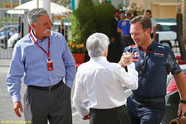 Чейз Кэри, новый глава Formula One Group, Берни Экклстоун и Кристиан Хорнер, руководитель Red Bull Racing