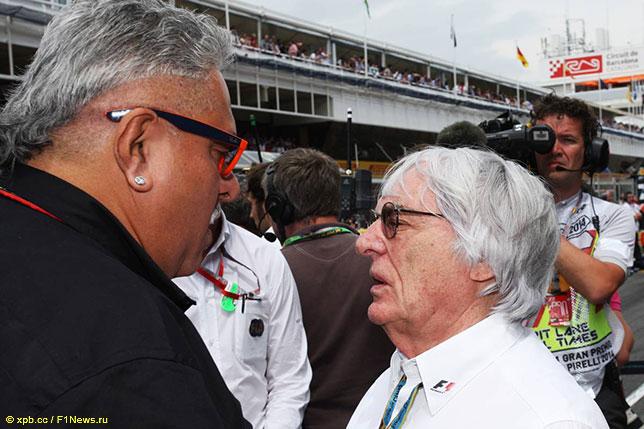 Берни Экклстоун (справа) и Виджей Малья, теперь уже бывший совладелец Force India