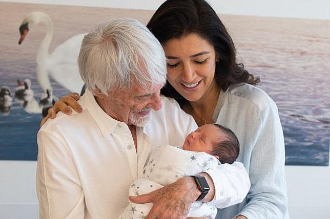 Берни Экклстоун с супругой Фабианой и сыном Эйсом. Фото: The Sun
