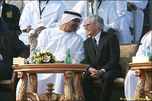 Берни Экклстоун и руководство трассы в Абу-Даби