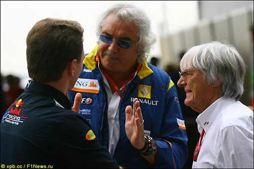 Берни Экклстоун (справа), глава Renault F1 Флавио Бриаторе (в центре) и глава Red Bull Кристиан Хорнер