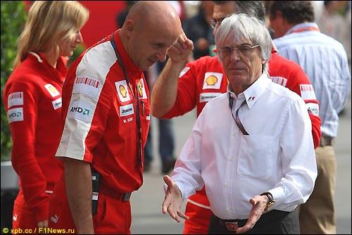 Берни Экклстоун и представители Ferrari в Барселоне