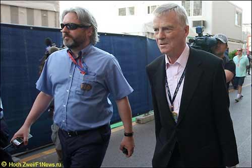 Президент FIA Макс Мосли (справа)
