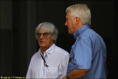 Берни Экклстоун и гоночный директор FIA Чарли Уайтинг