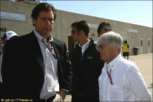 Тони Джордж (слева) и Берни Экклстоун в Индианаполисе, 2004-й год