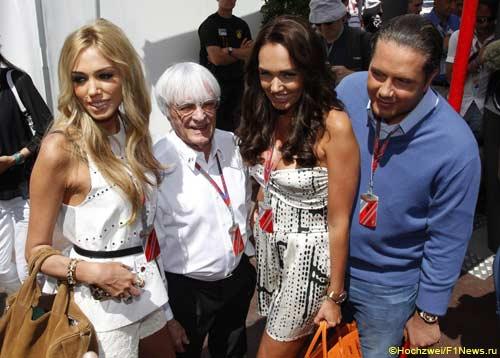 Берни Экклстоун со своими дочерьми, Тамарой и Петрой