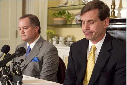 Таво Хеллмунд (справа) признал, что американская сторона должна Экклстоуну. Фото Austin American Statesman