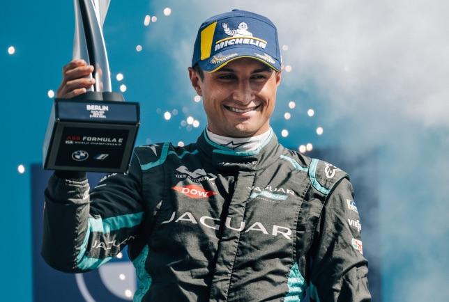 Митч Эванс на подиуме первой гонки берлинского финала, фото пресс-службы Jaguar Racing