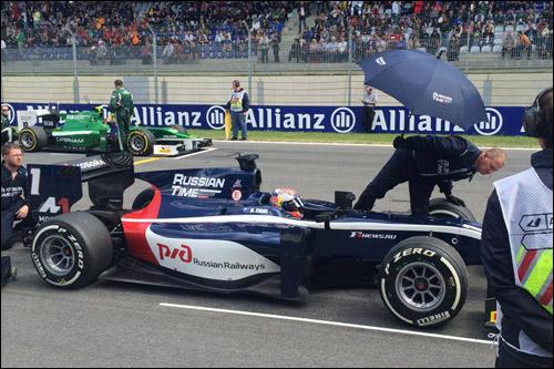 Митч Эванс на старте второй гонки в Австрии