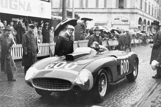 Хуан-Мануэль Фанхио за рулем Ferrari 290 MM в гонке Милле Милья, 1956 год