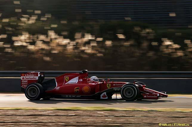 Себастьян Феттель за рулём Ferrari SF15-T на тестах в Хересе