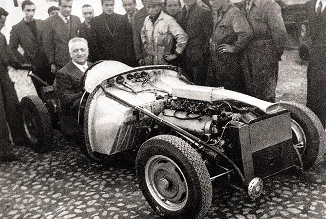 Энцо Феррари за рулём Ferrari 125 S 12 марта 1947 года
