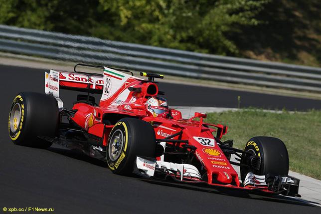 Шарль Леклер за рулём Ferrari SF70H на тестах в Венгрии