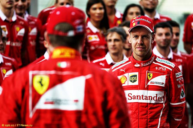 Гонщики и сотрудники команды Ferrari