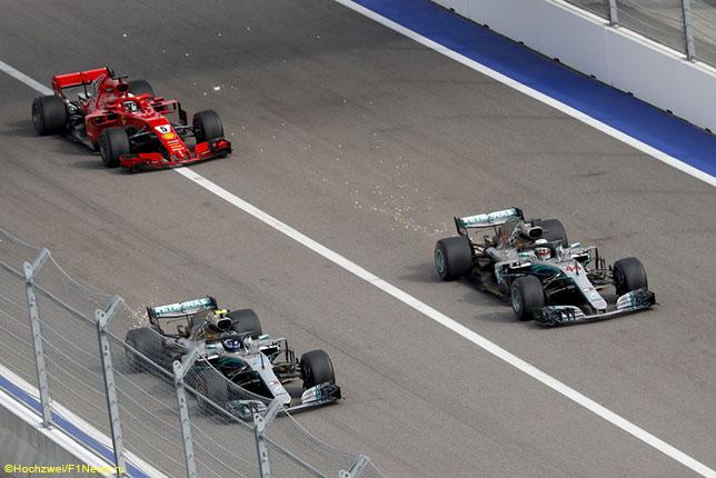 На старте Гран При России Себастьян Феттель не смог угнаться за машинами Mercedes