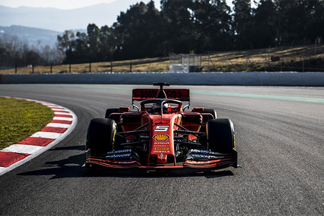 Ferrari SF90 на трассе в Барселоне
