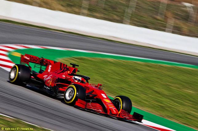Себастьян Феттель за рулём Ferrari SF1000 на тестах в Барселоне