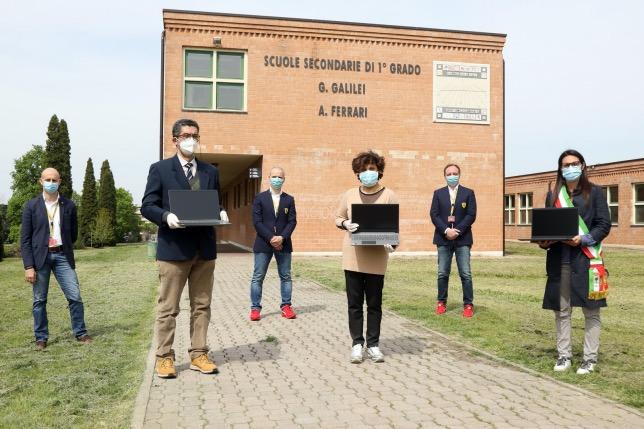 Ferrari финансирует приобретение компьютеров для школ региона Эмилья-Романья