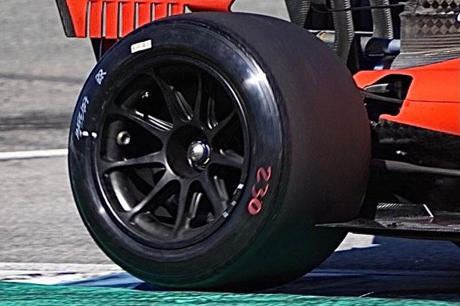 18-дюймовые шины Pirelli на машине Ferrari
