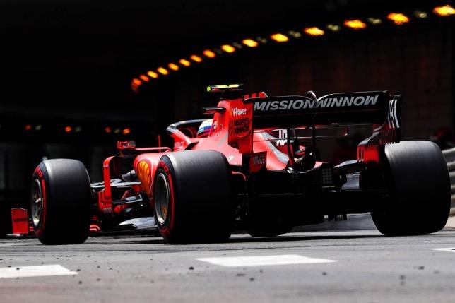 Шарль Леклер за рулём Ferrari на трассе в Монако, фото XPB