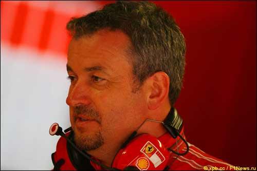 Найджел Степни во время Гран При Италии 2006 года