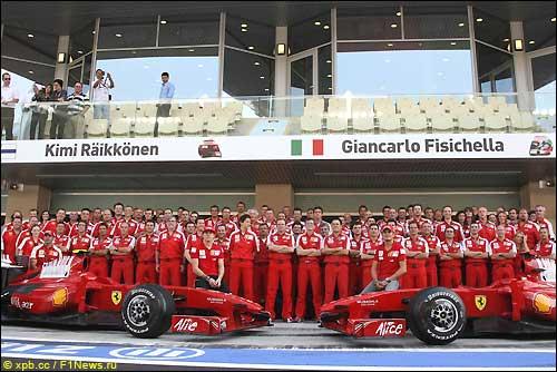 Групповая фотография Scuderia Ferrari