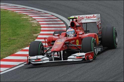 Фернандо Алонсо за рулем Ferrari F10