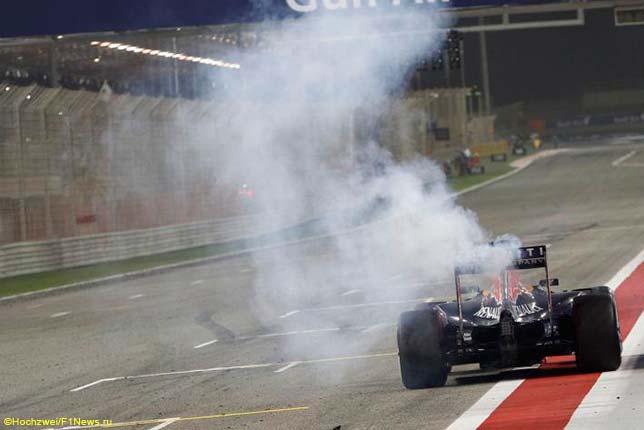Отказ двигателя на машине Даниэля Риккардо на финише Гран При Бахрейна