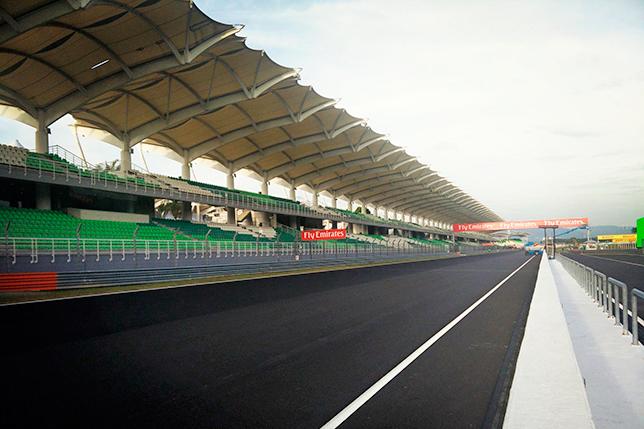 Новое покрытие на трассе Сепанг