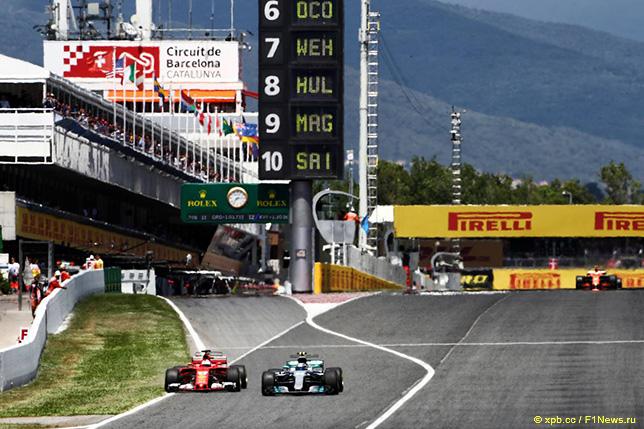 Себастьян Феттель обгоняет Валттери Боттаса на трассе Гран При Испании
