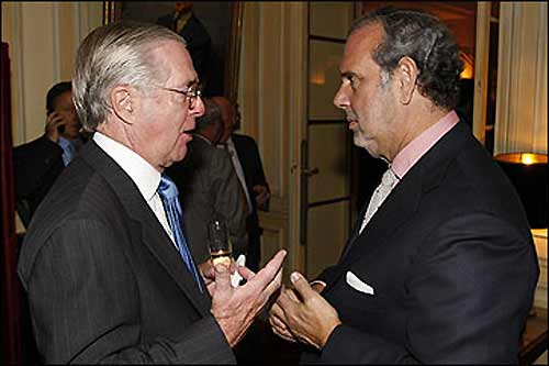 Ник Кроу (слева) в кулуарах заседания Генассамблеи FIA