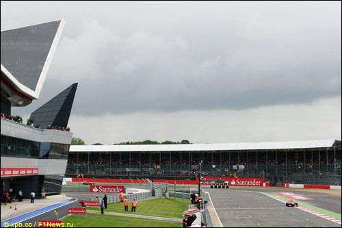 Дженсон Баттон на трассе Гран При Великобритании 2012 года