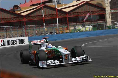 Адриан Сутил на трассе в Валенсии