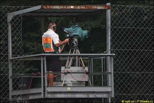 Телеоператор за работой во время Гран При Италии, Монца, 2008 год
