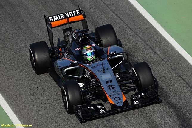 Серхио Перес за рулём VJM08 на тестах в Барселоне