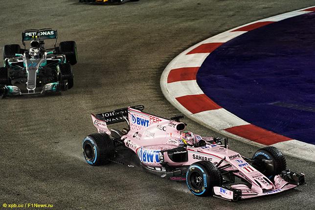 Серхио Перес за рулём машины Force India на трассе Гран При Сингапура