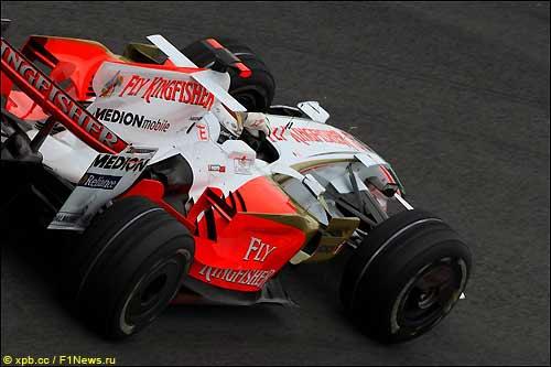 Гонщик Force India Адриан Сутил на трассе в Сан-Паулу