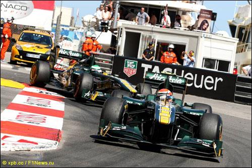 Пилоты Team Lotus на трассе Гран При Монако