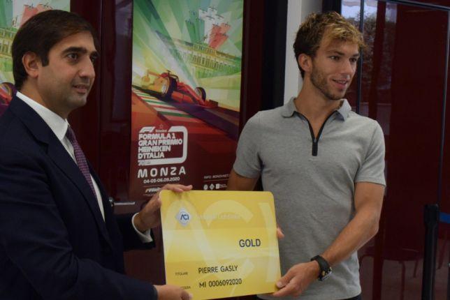 Пьер Гасли и Джеронимо Ла Русса (фото пресс-службы Автомобильного клуба Милана)