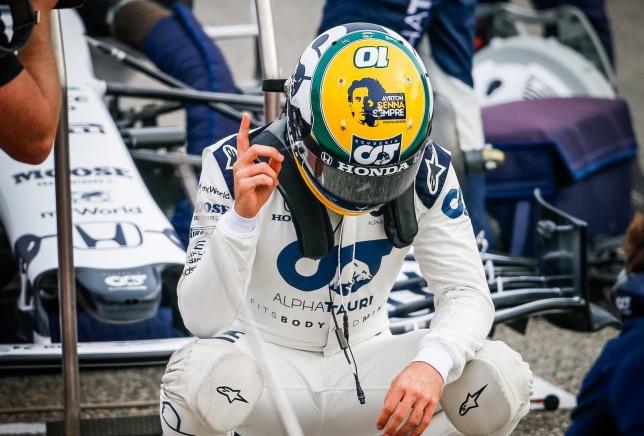 Пьер Гасли использовал шлем, оформление которого посвящено Арйтону Сенне, в Имоле, фото из Twitter гонщика