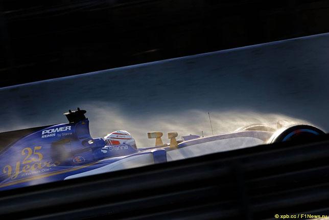 Антонио Джовинацци за рулём Sauber на тестах в Барселоне