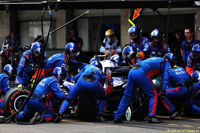 При увеличении числа этапов чемпионата сложнее всего приходится гоночным механикам