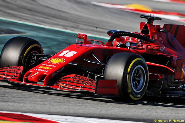 Шарль Леклер за рулём Ferrari на тестах в Барселоне